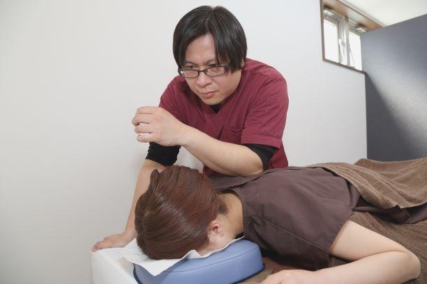 施術メニュー:筋膜調整施術(痛みや痺れに特化)